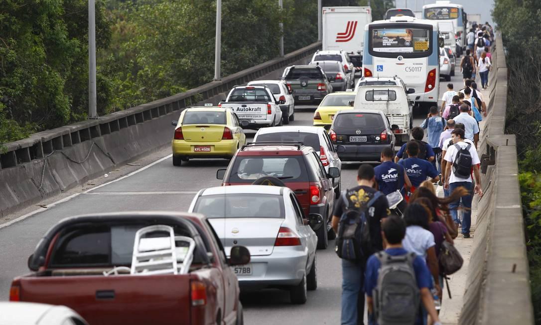 Manifestação provoca engarrafaemento na Barra Pablo Jacob / Agência O Globo