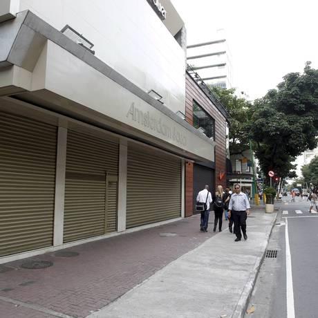 Lojas na Visconde de Pirajá, em Ipanema, fecharam as portas Foto: Domingos Peixoto / Agência O Globo