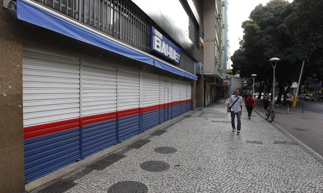 O comércio na Avenida Visconde de Pirajá fechou as postas mais cedo Domingos Peixoto / Agência O Globo