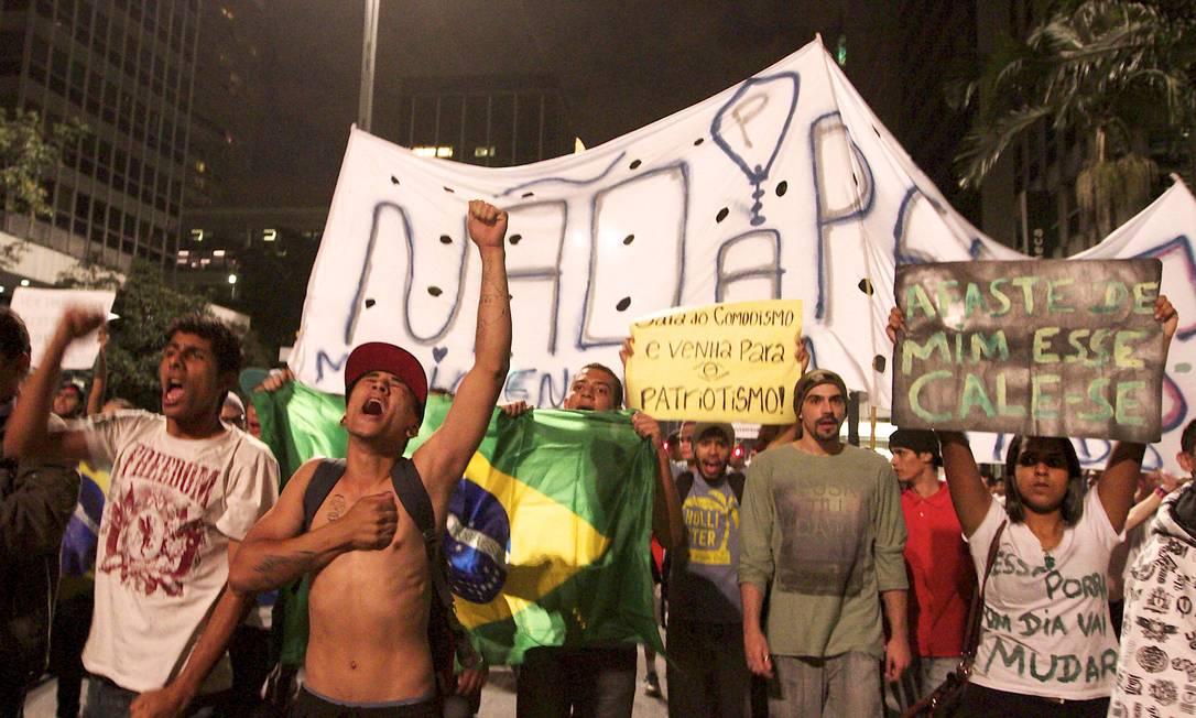 Manifestantes foram às ruas na sexta-feira mesmo após anúncio de saída do MPL dos protestos Foto: AFP 21-06-2013