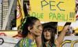 Manifestantes protestam contra a PEC 37 em frente ao Museu de Arte de São Paulo