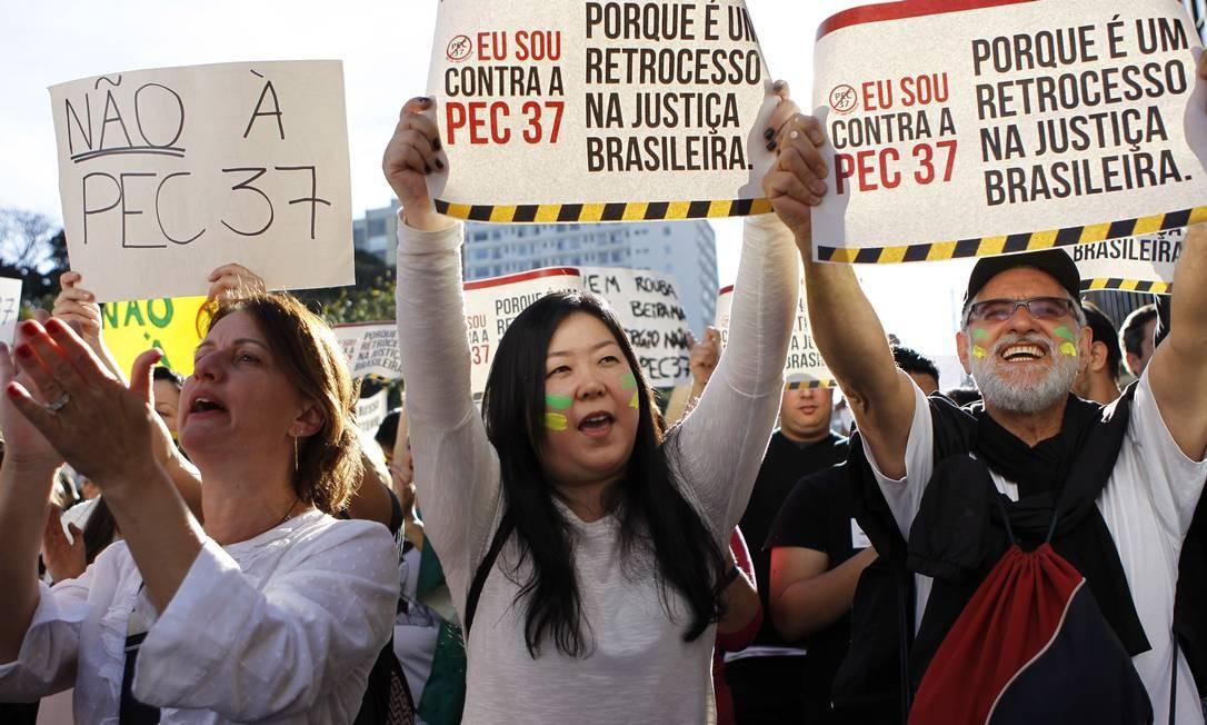 Manifestantes protestam contra a PEC 37 que restringe poderes do Ministério Público, em junho de 2013 Foto: Michel Filho / Arquivo / O Globo