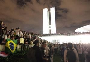 Manifestantes cercam o Congresso: partidos perderam o monopólio da atividade política Foto: André Coelho / O Globo/17-06-2013
