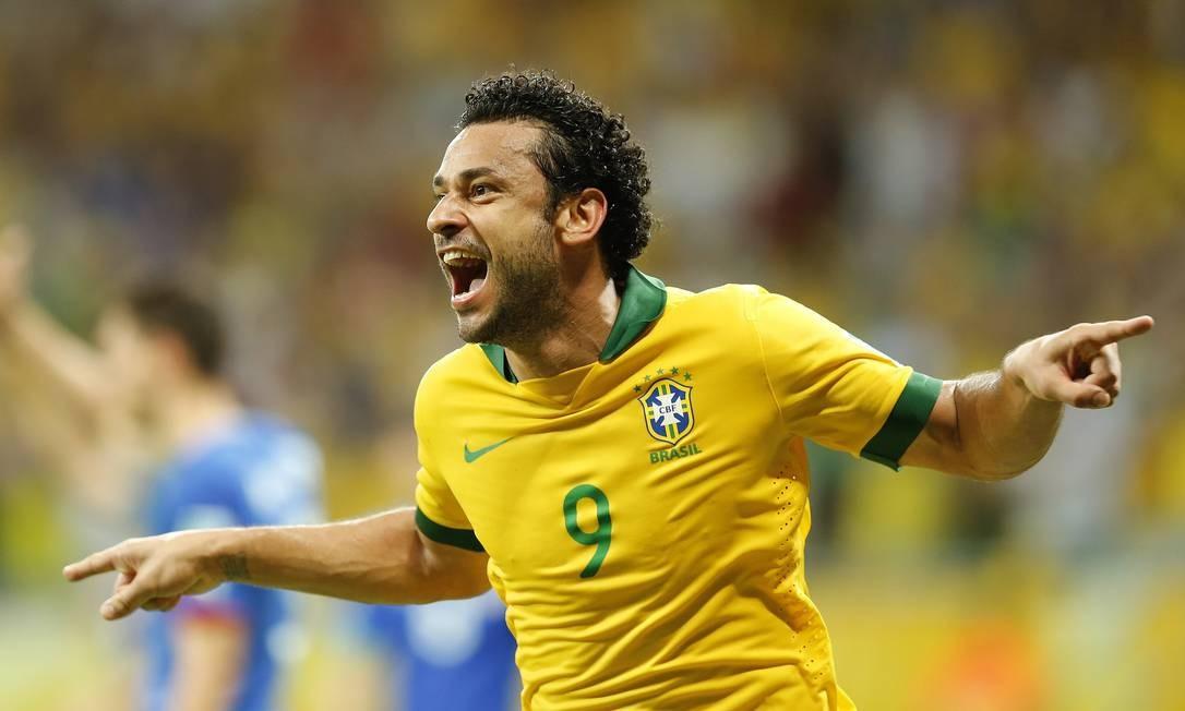 Fred comemorando um de seus gols contra a Itália. Jogador vem subindo de produção nos últimos jogos Foto: Ivo Gonzalez / Agência O Globo