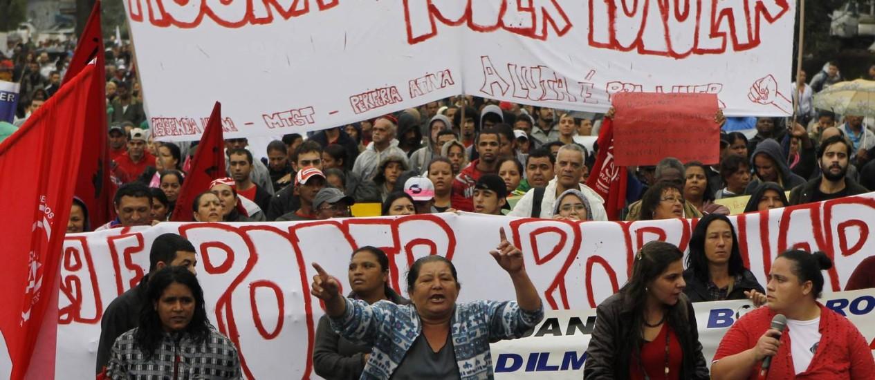 Cerca de mil manifestantes pediam melhorias na saúde e condições de moradia em SP Foto: Michel Filho / Agência O Globo
