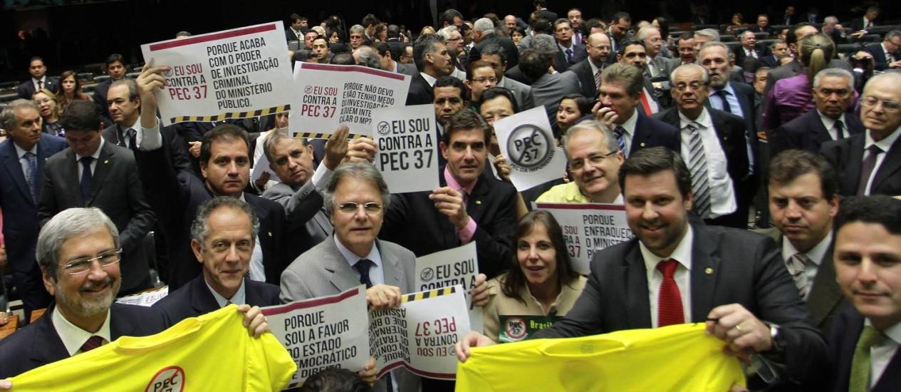 Sessão da Câmara dos Deputados durante discussão e votação da PEC 37 Foto: Ailton de Freitas / Agência O Globo
