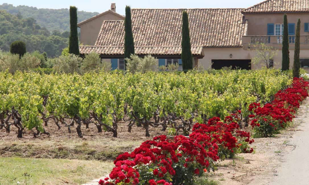 Da beira da estrada, na Côte d'Azur, surgem paisagens como esta, o Château des Marres Bruno Agostini/O Globo