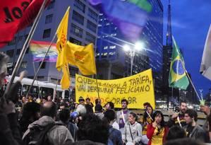 """Manifestantes carregam faixa: """"Quem baixou a tarifa vai derrubar Feliciano"""" Foto: Terceiro / Agência O Globo"""