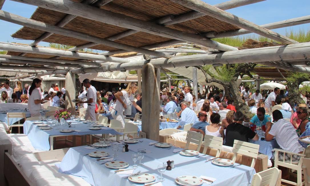 Na orla, O Club 55 é um dos restaurantes de praia mais famosos de ST-Tropez Bruno Agostini/O Globo