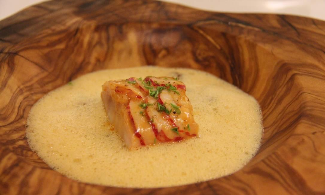 Corvina com lâminas de lagosta e, ragu de cogumelos morilles, no La Vague d'Or, em St-Tropez Bruno Agostini/O Globo