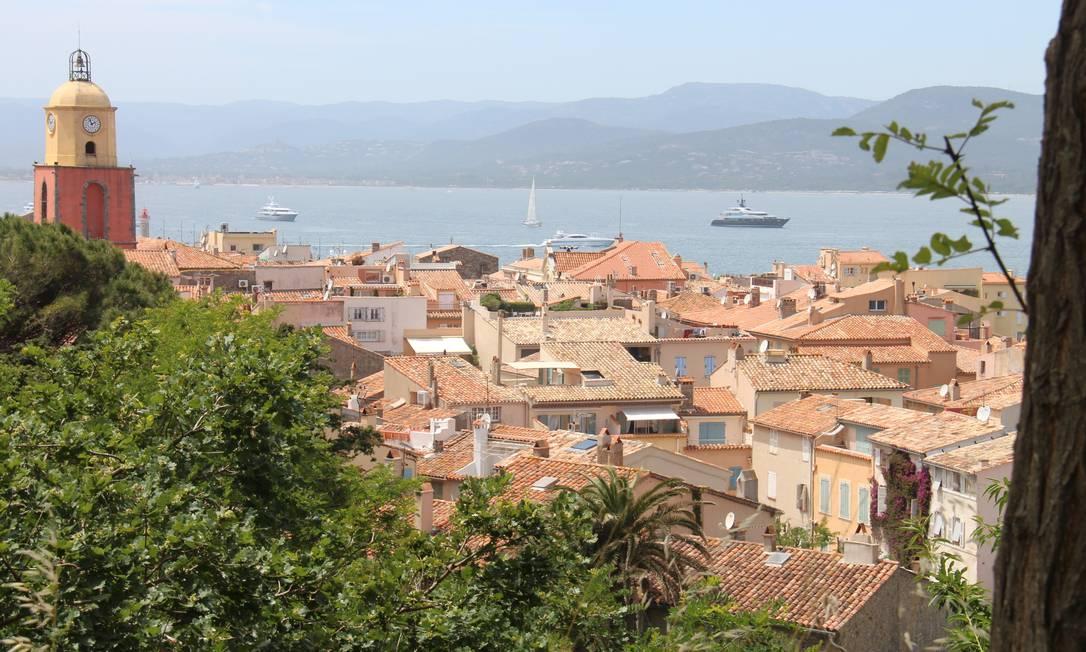Vista para o centro antigo de St-Tropez e o Mar Mediterrâneo, na Côte d'Azur Bruno Agostini / O Globo