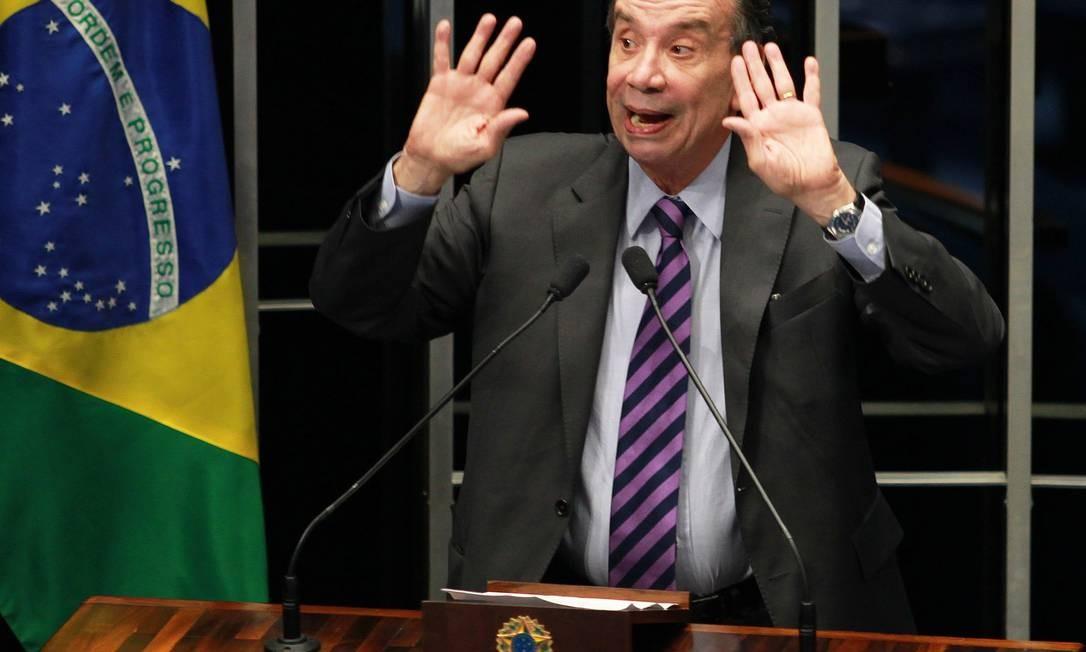 O senador Aloysio Nunes Ferreira (PSDB-SP) durante seu discurso sobre lançamento da proposta de plebiscito pela presidente Dilma Rousseff Foto: Ailton de Freitas / O Globo