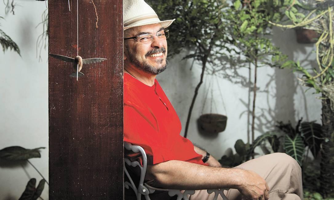 O psicólogo João W. Nery mudou de sexo há 35 anos e trocou a identidade civil por conta própria, abrindo mão dos títulos que garantiam sua profissão Foto: Leo Martins