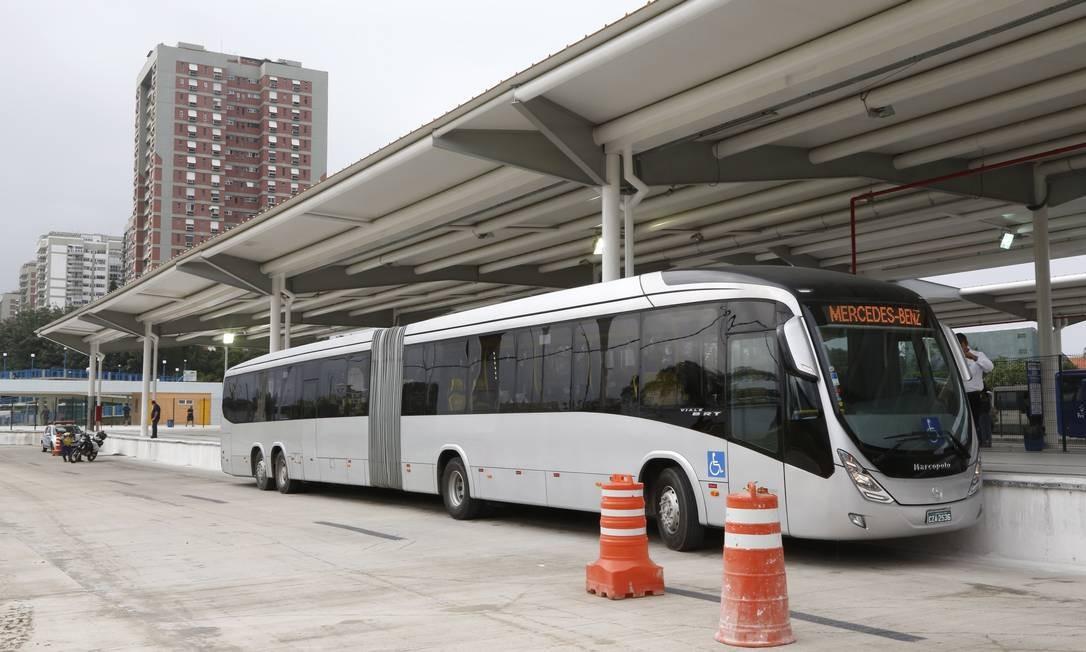 O novo modelo de ônibus que será usado no BRT Transoeste Foto: Agência O Globo / Fábio Rossi