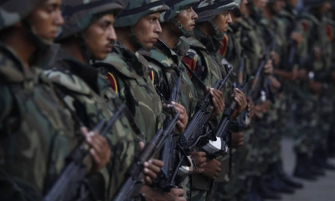 Soldados cercam arredores do Palácio Presidencial no Egito Foto: AMR ABDALLAH DALSH / REUTERS