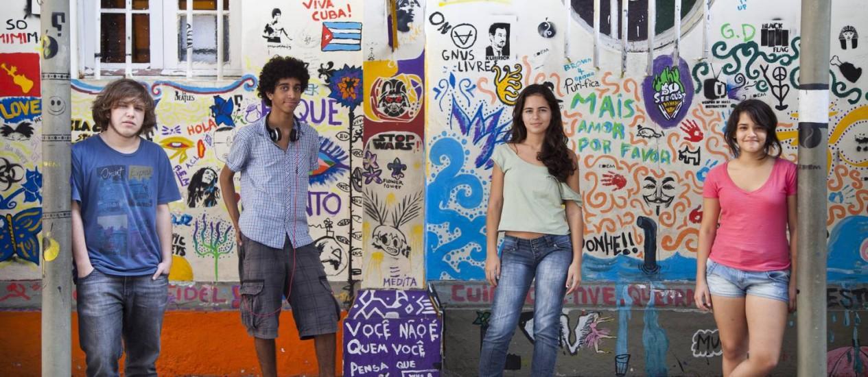 Alunos da Escola Éden que se reúnem para discutir temas ligados à política Foto: Laura Marques / O Globo