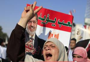Manifestantes pró-Mursi continuam acampados em praça da cidade de Nasser em apoio ao líder islamista Foto: Hassan Ammar / AP