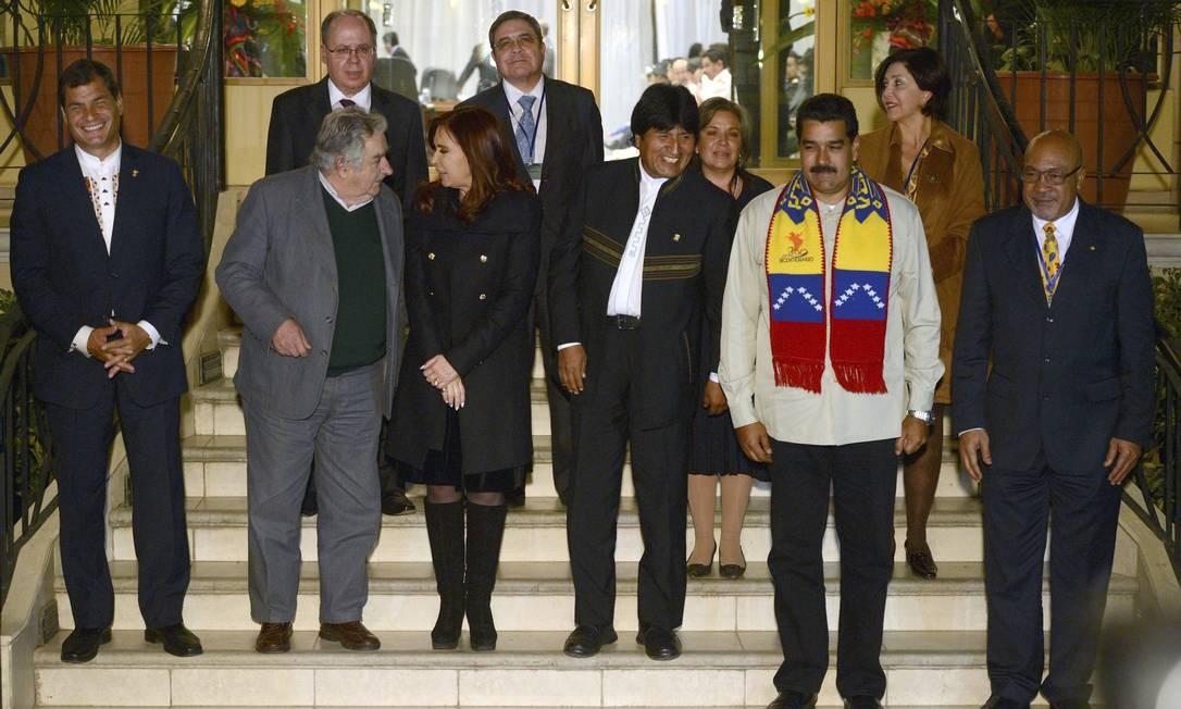Os presidentes Rafael Correa, Jose Mujica, Cristina Kirchner, Evo Morales e Nicolás Maduro em reunião extraordinária em Cochabamba Foto: STRINGER / REUTERS