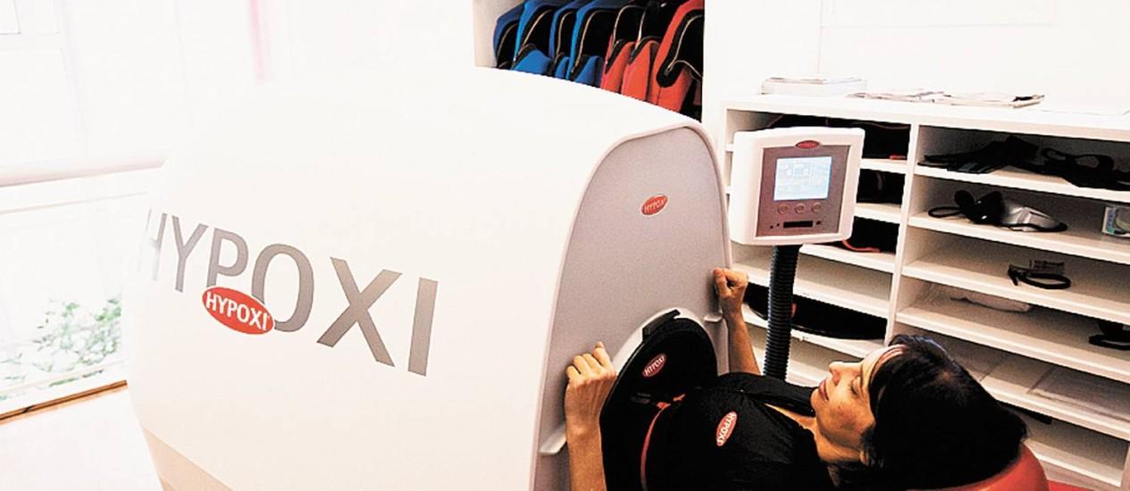 L250. O aparelho trabalha da cintura para baixo, enquanto a aluna pedala Foto: Guilherme leporace / Guilherme leporace