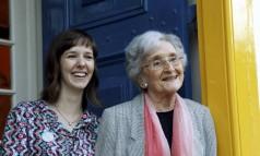 Alice Sant'Anna (esq.) e Cleonice Berardinelli (dir.), as convidadas mais jovens e mais sênior da Flip Foto: Gabriel de Paiva / O Globo