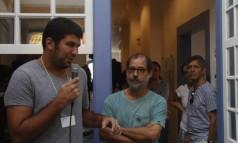 André Miranda (esq.) e Custódio Coimbra (dir.) falam sobre os bastidores do e-book 'Novas vidas secas' Foto: André Teixeira / O Globo