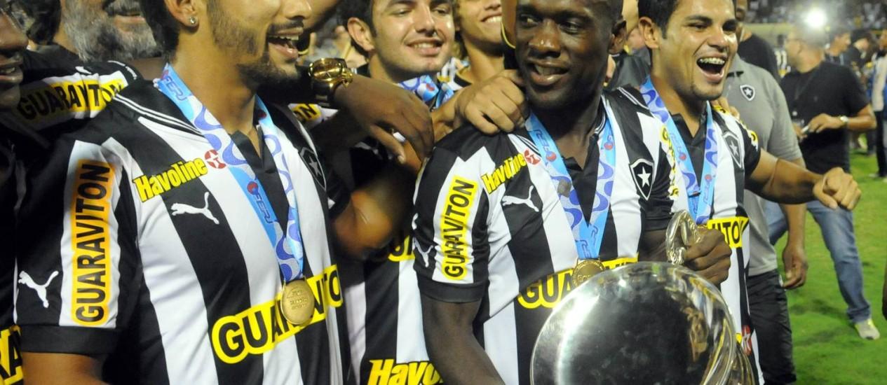 Em sua primeira temporada pelo Botafogo, Seedorf conquistou o Campeonato Carioca deste ano Foto: Marcelo Theobald / Agência O Globo