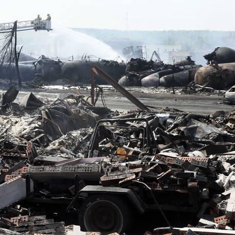 Uma casa em escombros, depois do descarrilamento de um comboio na cidade de Lac Mégantic, Quebec Foto: CHRISTINNE MUSCHI / REUTERS