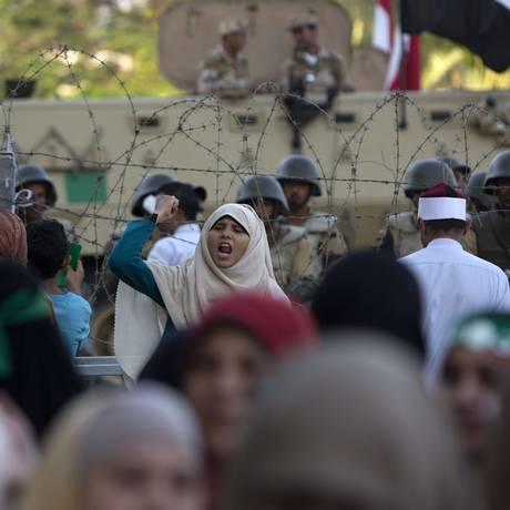 Partidários da Irmandade Muçulmana fazem novo protesto contra derrubada de Mursi, no Egito Foto: MAHMUD HAMS / AFP