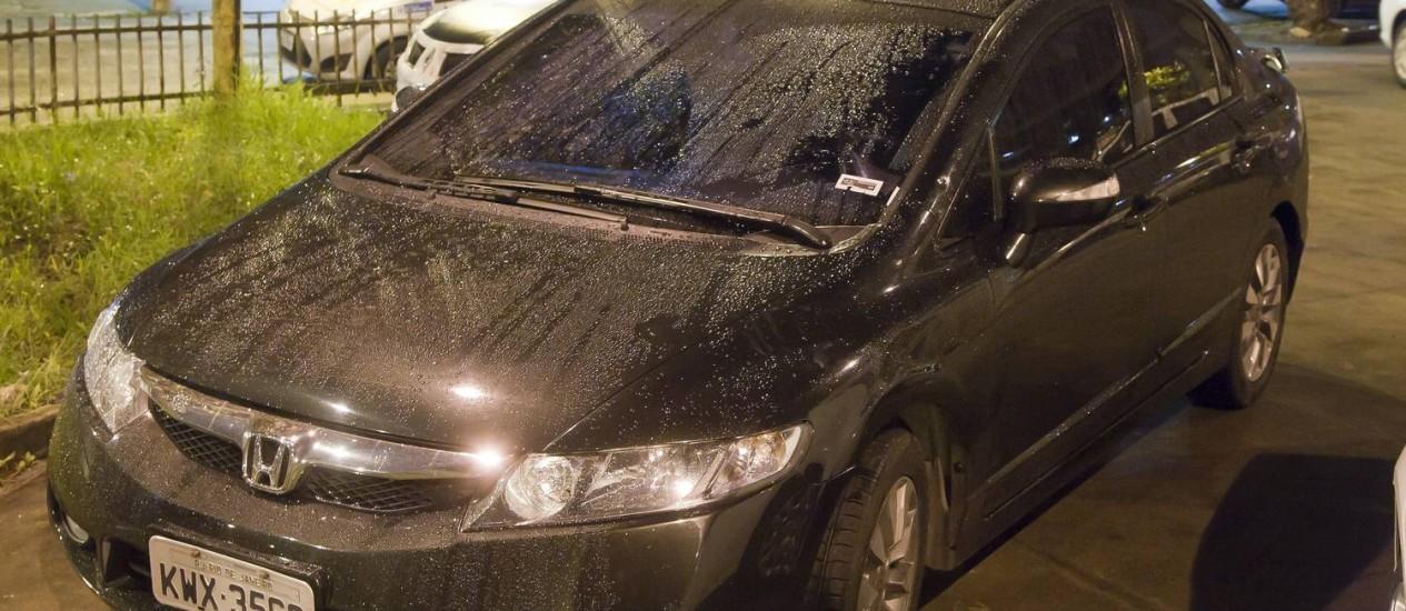 O carro do delegado da Polícia Federal que furou blitz da Lei Seca Foto: Fernando Quevedo / Agência O Globo