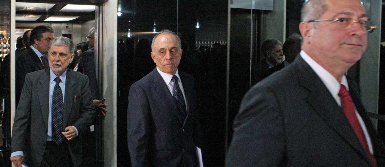 Ministros após a reunião de emergência Palácio da Justiça Foto: André Coelho / Agência O Globo