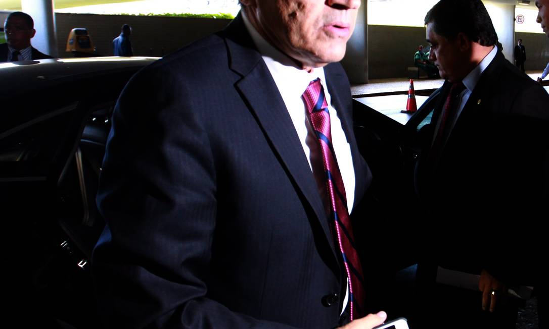 O presidente da Câmara dos Deputados, Henrique Eduardo Alves (PMDB-RN), ao lado do deputado federal José Guimarães (PT-CE) Foto: Ailton de Freitas / O Globo
