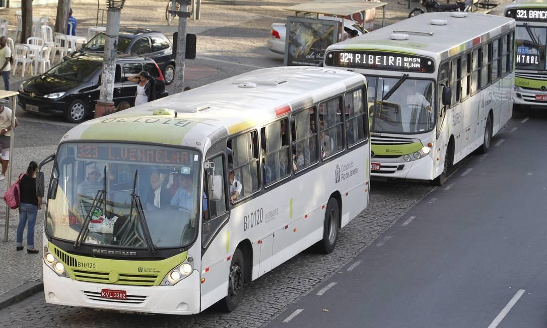 Ônibus da empresa Paranapuan, que integra o consórcio Internorte: os próprios donos reconhecem falta de transparência em relação a receitas e despesas Foto: Domingos Peixoto