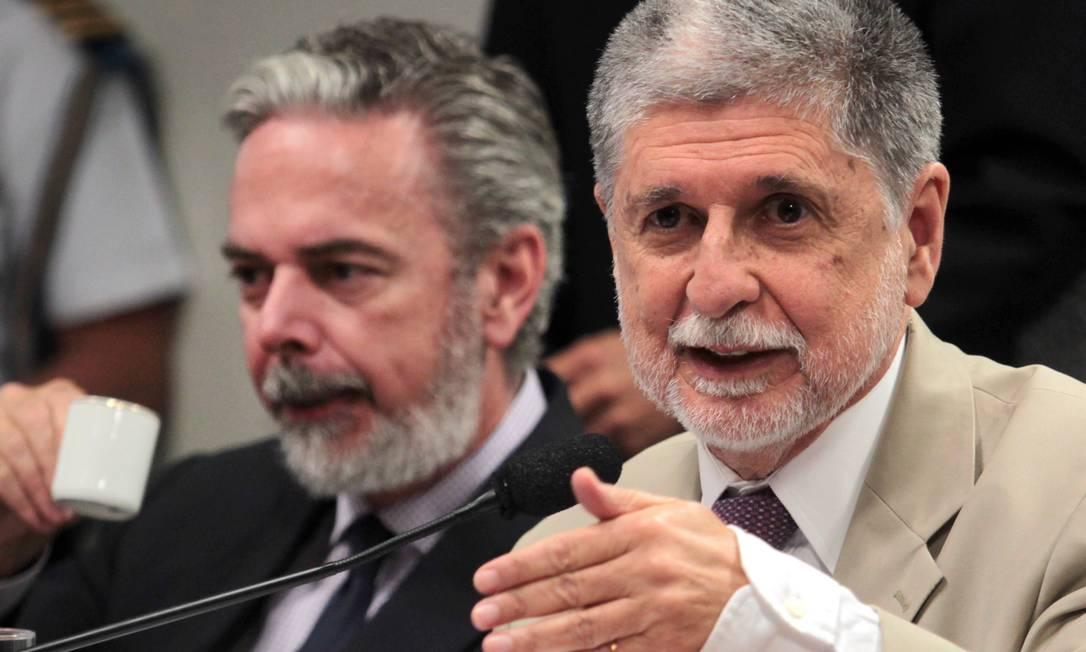 O ministro das Relações Exteriores, Antonio Patriota, ao lado do ministro da Defesa, Celso Amorim, durante audiência pública Foto: Givaldo Barbosa / Agência O Globo