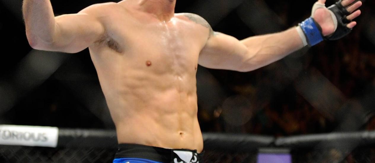 Chris Weidman festeja nocautre sobre Anderson Silva no UFC 162 Foto: David Becker / AP