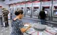 O espanhol Santander, apesar da fraqueza da economia do país ter pressionado ganhos com empréstimos, viu seu lucro saltar nos nove primeiros meses de 2013