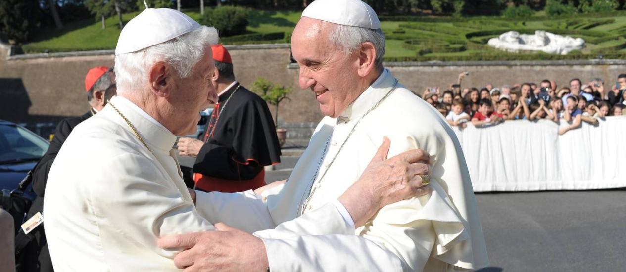 Papa Emérito Bento XVI e Papa Francisco no Vaticano em 5 de julho Foto: AP