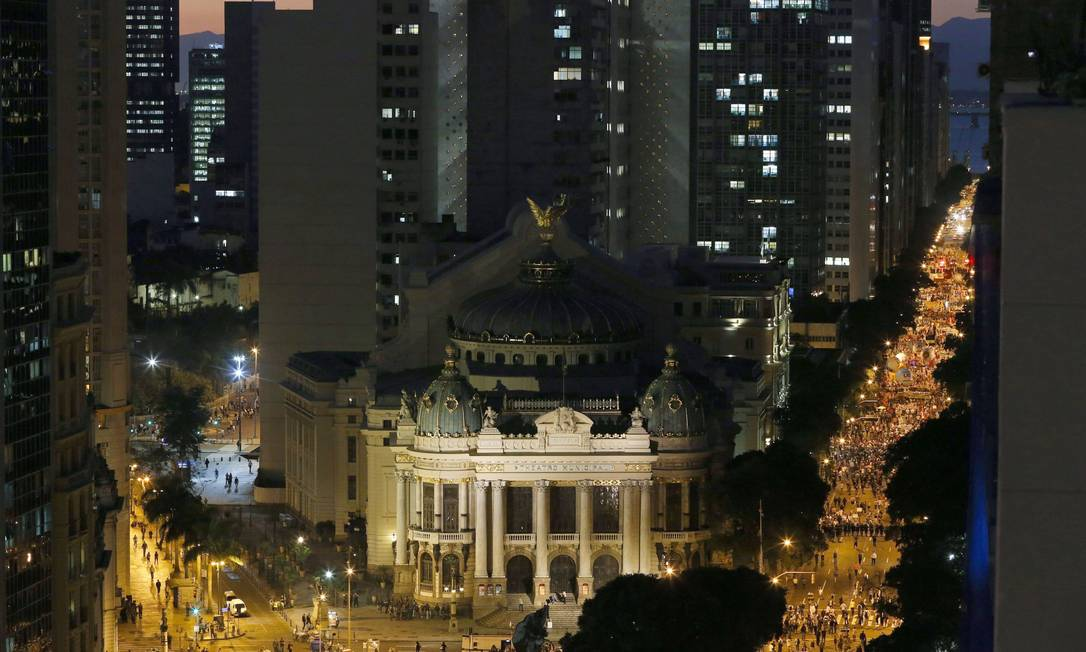 Manifestação convocada pelas Centrais Sindicais na Avenida Rio Branco Guito Moreto / Agência O Globo