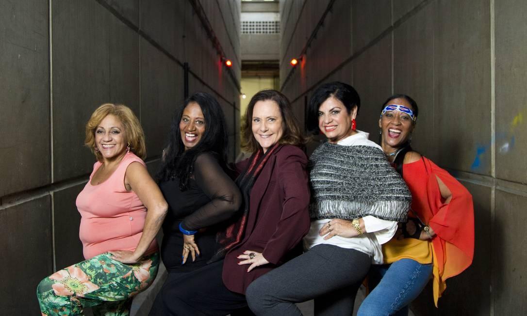 As chacretes Regina Pintinha, Sandra Pérola Negra, Beth Boné e Índia Potira com Elizabeth Savalla ao centro Foto: Mônica Imbuzeiro / Mônica Imbuzeiro