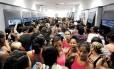 Boato em São Gonçalo: agência da Caixa, no mês de maio, lotada por beneficiários do Bolsa Família