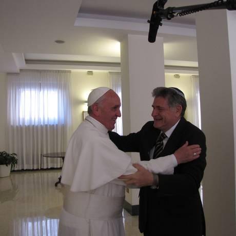 Papa Francisco com o rabino argentino Abraham Skorka, no Vaticano Foto: GloboNews / Divulgação