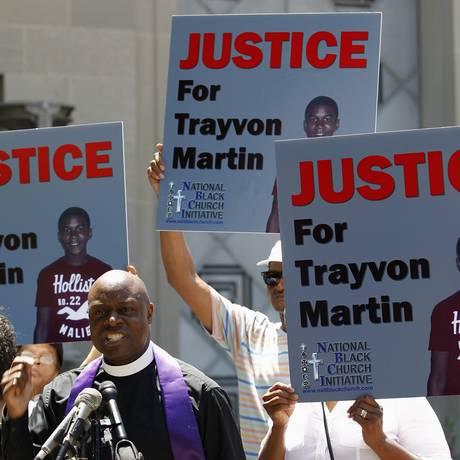 Manifestantes protestam contra a absolvição de George Zimmerman pela morte de Trayvon Martin Foto: JOSE LUIS MAGANA / REUTERS