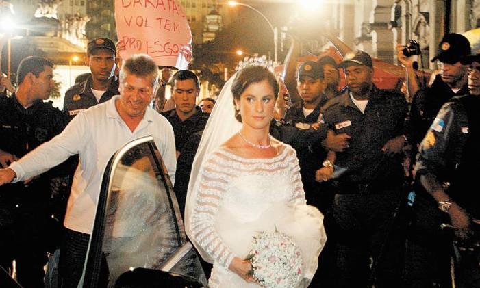 Noiva chega para cerimônia no sábado - Foto: Marcos Tristão / Agência O Globo