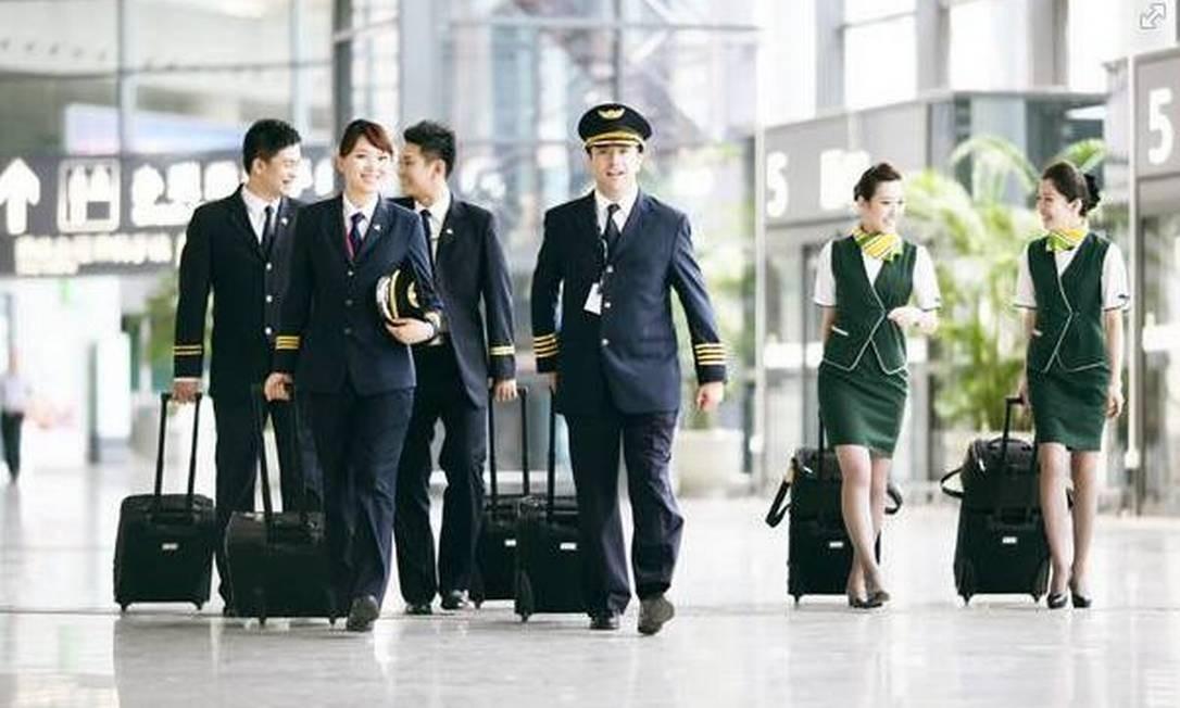 Tripulação da Spring Airlines Foto: Reprodução de internet