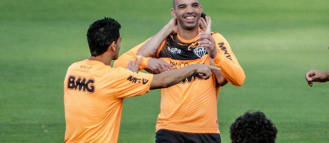 Tardelli se diverte durante treino do Atlético-MG Foto  Divulgaçao   Arquivo 64ce02865f3e1