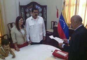Nicolás Maduro ao lado de sua companheira Cilia Flores Foto: HANDOUT / REUTERS