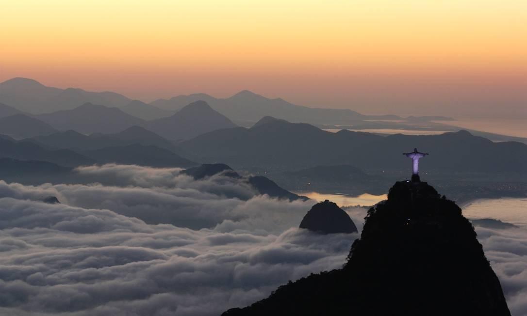 A cidade do Rio coberta pelo nevoeiro na manhã desta quinta-feira Foto: Eu-repórter / Marcos Estrella