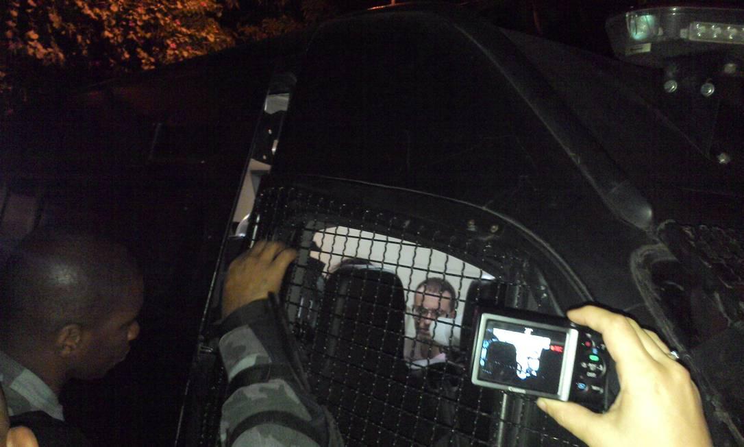 Ator no camburão da PM: o jovem não foi indiciado Foto: Arquivo pessoal