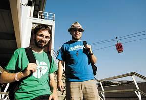 Os poloneses Pawel Borny e Lucasz Mastalerz em visita ao Alemão - Foto: Thiago Lontra