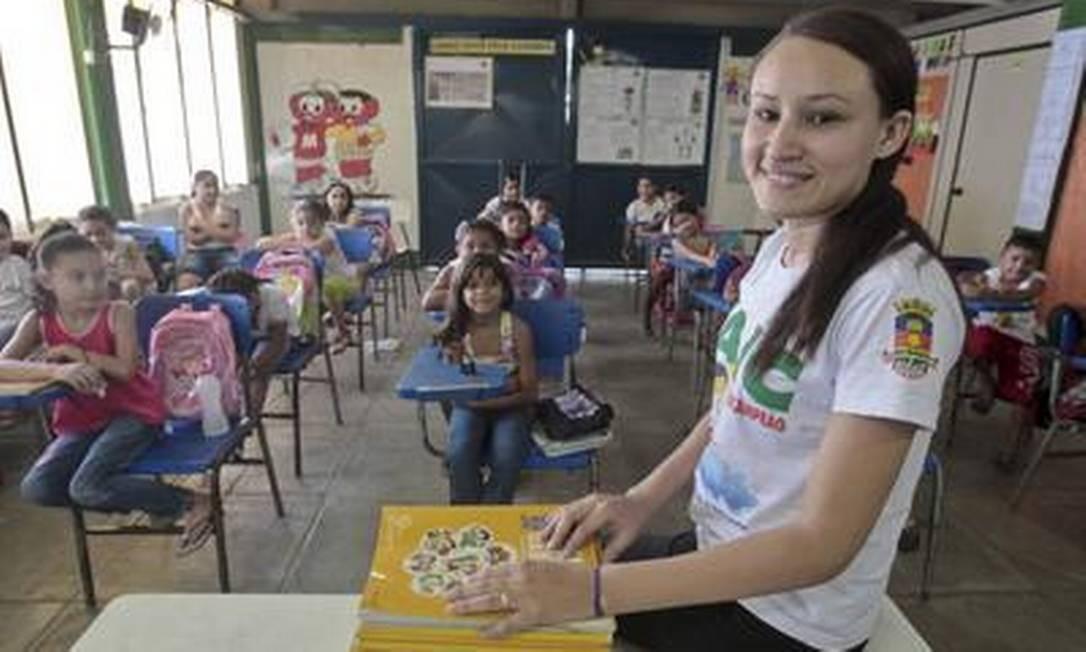 Camila Farias do Monte, de 23 anos, é professora exemplar em Sobral, Ceará, cidade apontada como modelo na eficiência de gastos em Educação Foto: Jarbas Oliveira / 22-06-2012 / Agência O GLOBO