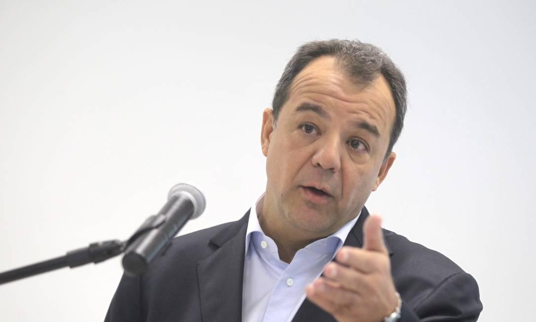 Governador Sérgio Cabral em entrevista sobre a criação de Comissão Especial de Investigação de Atos de Vandalismo em Manifestações Públicas Foto: Marcelo Carnaval / O Globo